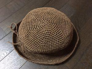 ダイソーのペーパーヤーンの麦わら帽子
