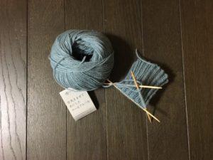 ダルマの空気をまぜて糸にしたウールアルパカで手編みの靴下